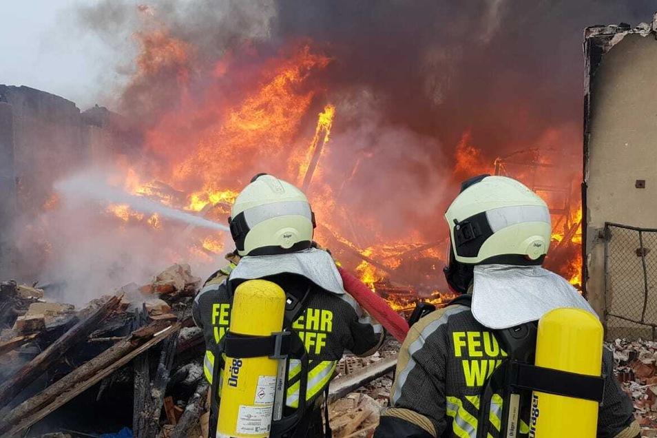 40 Feuerwehrleute waren und sind im Einsatz.
