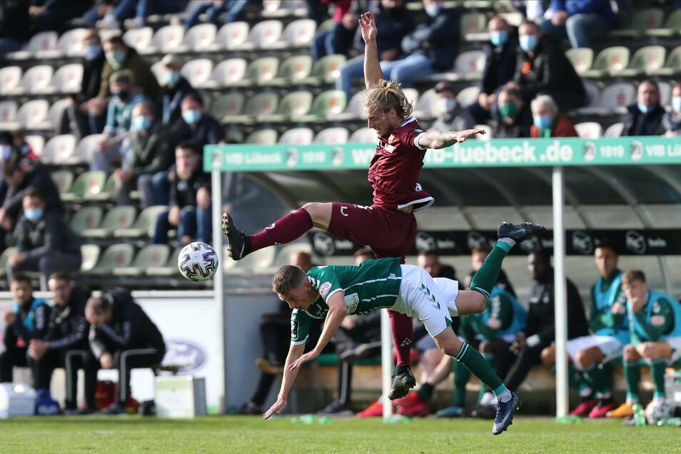 Marvin Stefaniak kommt nach seiner Rückkehr zu seinem ersten Einsatz im Dynamo-Trikot. Er bringt ordentlich Bewegung ins Offensivspiel der Dresdner.