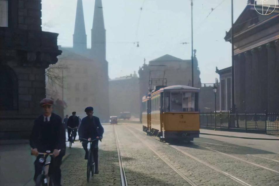 Die Dresdner Altstadt in den 30er-Jahren wird dank künstlicher Intelligenz farbig.