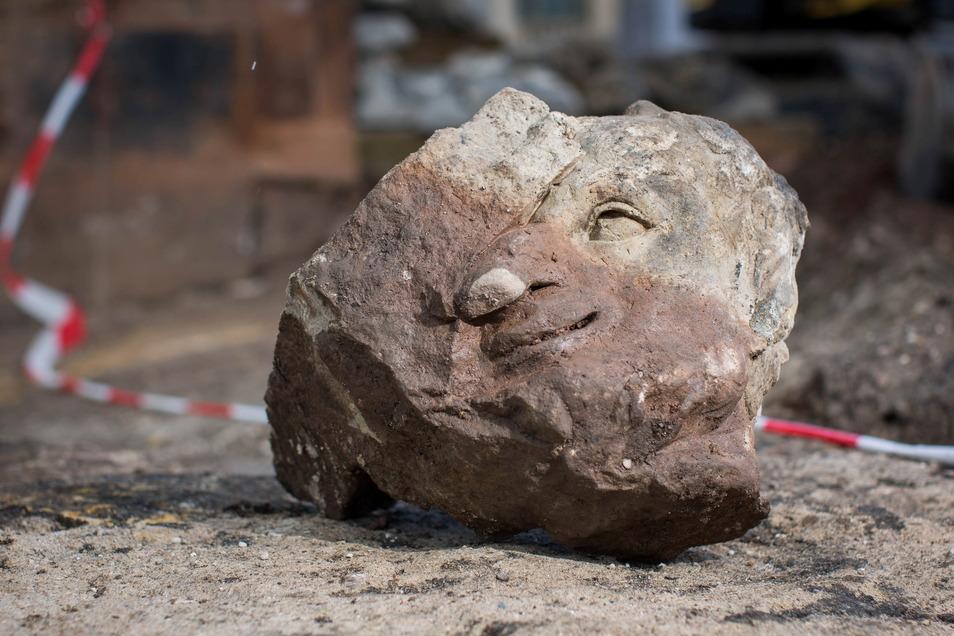 Dieser Kopf eines Satyrs wurde jetzt gefunden. Das war ein Damön aus der griechischen Mythologie.