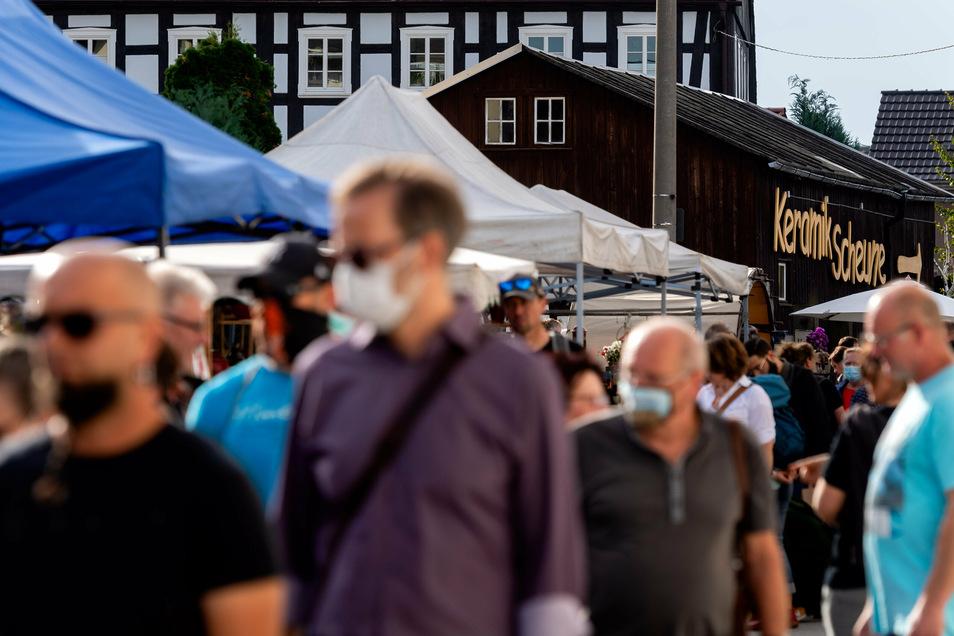 Einige Besucher trugen Maske.