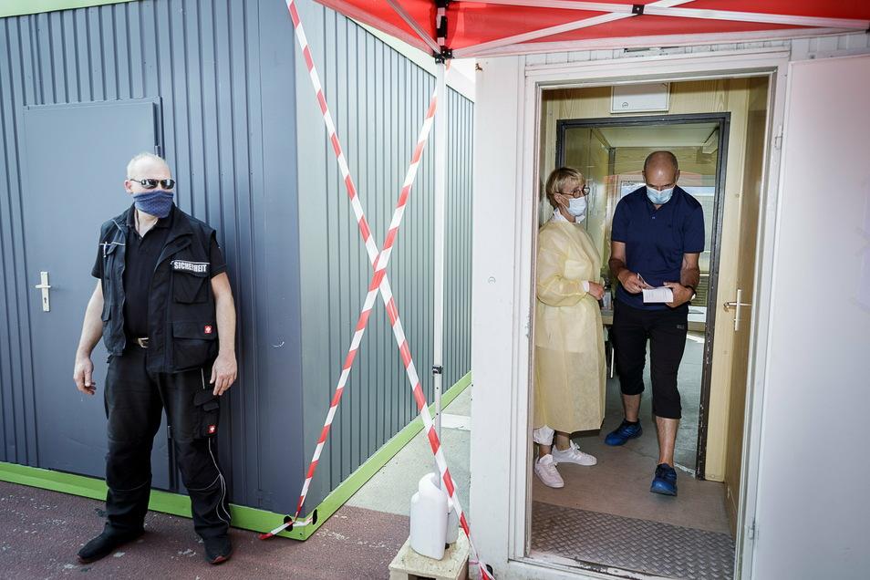 So sah es im Sommer am Corona-Testzentrum an der A4 bei Görlitz aus. Damals fanden die Tests in Containern statt.