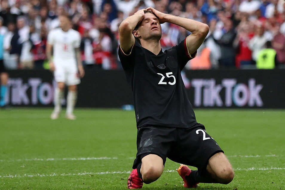 Thomas Müller hatte die Chance, dem Spiel eine andere Richtung zu geben. Doch er schoss den Ball neben das Tor.