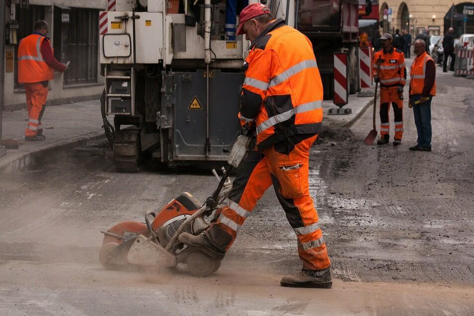 Baulärm, Autos, Bahnstrecken, Industrieanlagen - besonders die Bewohner von Großstädten sind oft von Lärm geplagt.