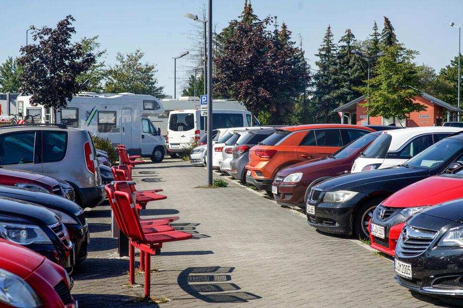 Pendlerparkplätze entlang der A 4 erfreuen sich großer Beliebtheit. Bei Weißenberg, Salzenforst und Burkau kommen nun weitere Stellflächen hinzu.