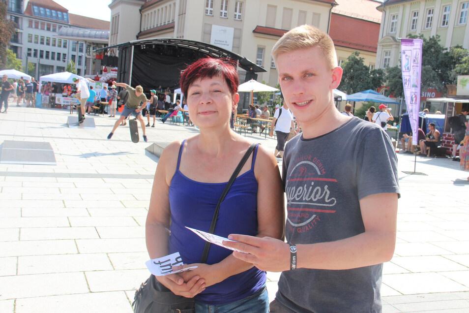 So wie mit Erika Bulang führte Philipp Rubach von der Initiative Aufbruch Ost am Sonnabend auf dem Kornmarkt viele Gespräche mit Bautzenern.