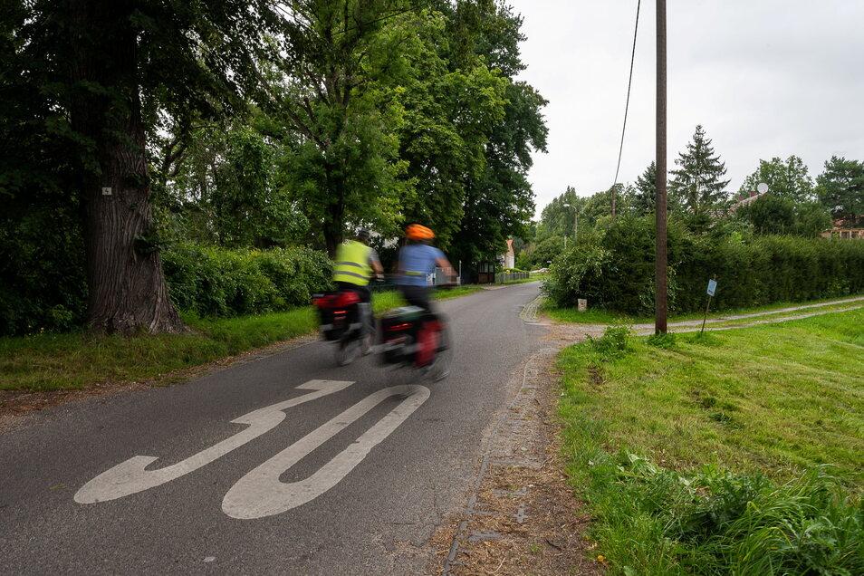 Auf der Neißetalstraße in Ludwigsdorf bei Görlitz gilt Tempo 30. Zumindest die Radler dürften sich daran halten, andere aber immer seltener.