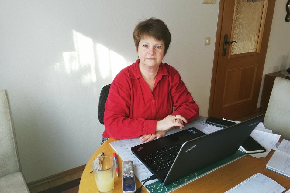 SZ-Redakteurin Gabriela Lachnit im Homeoffice: Sie würde gern wieder in die Redaktion nach Görlitz zurückkommen.