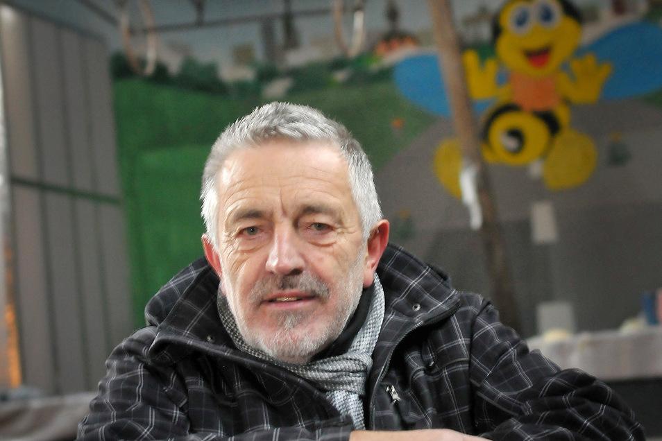 Wolfgang Kutzsche vom Niederauer Karnevalsclubs musste eine traurige Nachricht verkünden.