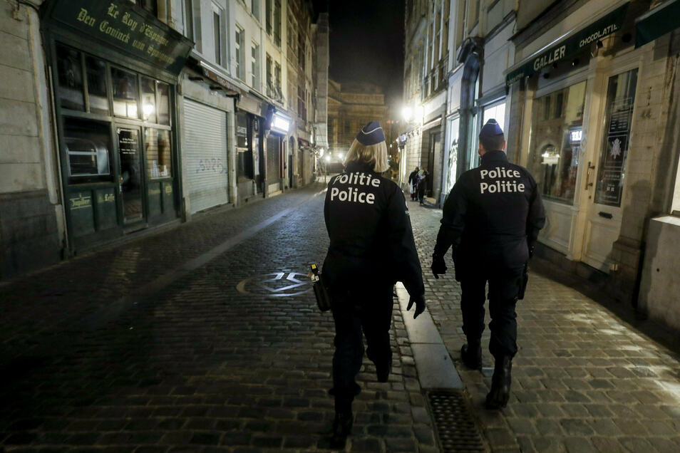 Wie in Belgien, wo das Foto entstand, gab es auch in Sachsen im April 2020 eine Ausgangssperre. Wer dagegen verstieß und erwischt wurde, erhielt ein Bußgeld. Doch ein Gerichtsurteil stellt jetzt alles infrage.