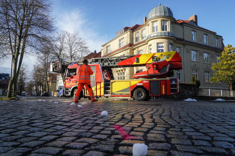 Am Mittwochmorgen wurden für die Planung des Ausbaus der Paulistraße in Bautzen Testfahrten mit einem Feuerwehrfahrzeug unternommen.