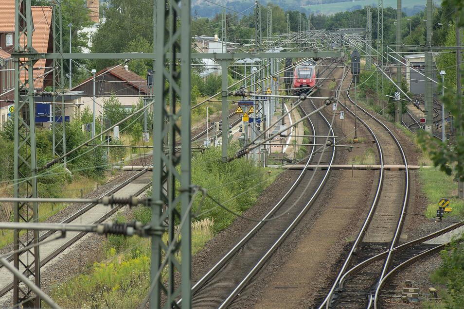 Die Strecke Kottewitz–Weinböhla wird für Geschwindigkeiten bis 200 km/h ausgebaut. Derzeit werden neben dem Ausbau der vorhandenen Trasse auch Varianten zur Streckenbegradigung untersucht.