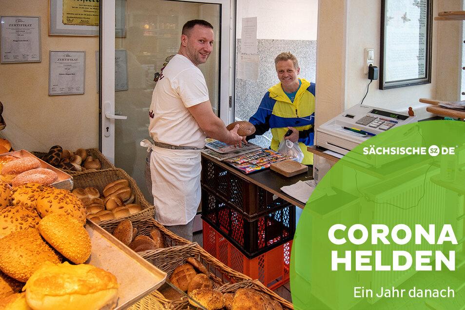 Der Roßweiner Bäcker Gerd Zschiesche hätte nicht gedacht, dass er die Kunden ein Jahr nach Beginn der Corona-Pandemie noch immer an der Eingangstür seines Geschäfts bedient. Und es gibt noch mehr Veränderungen.