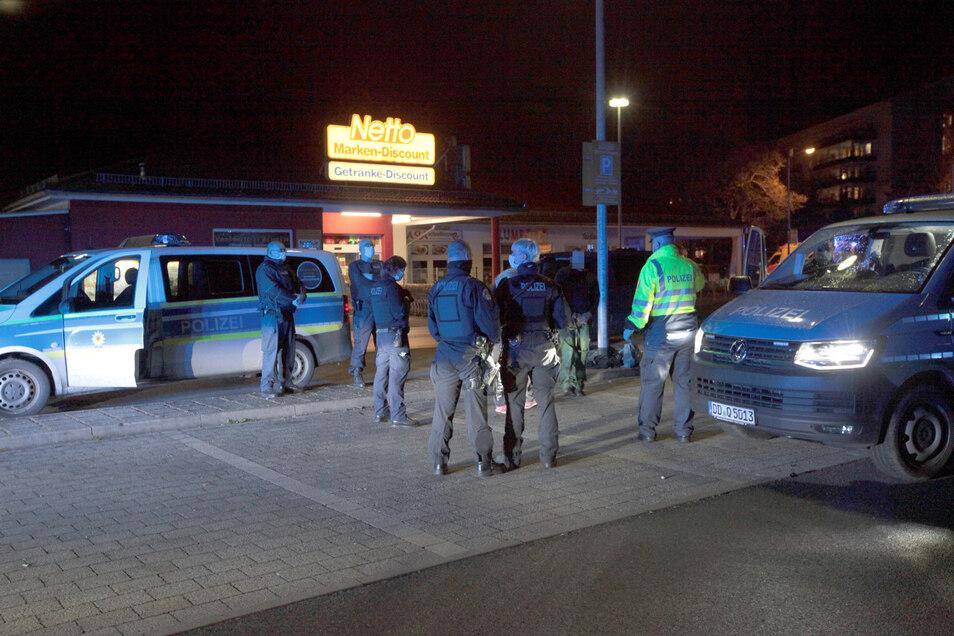 Nach der blutigen Auseinandersetzung zwischen einem 35 Jahre alten Mann und einer 28 Jahre alten Frau rückten Beamte der Landes- und Bundespolizei in Pirna an.