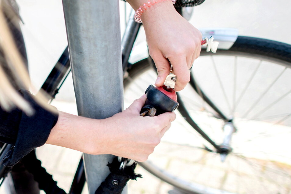 Ein gutes Schloss ist ein Grundpfeiler für ein langes Zusammenleben von Mensch und seinem Fahrrad - es damit stets mit festen Gegenständen zu verschließen, ein anderer.