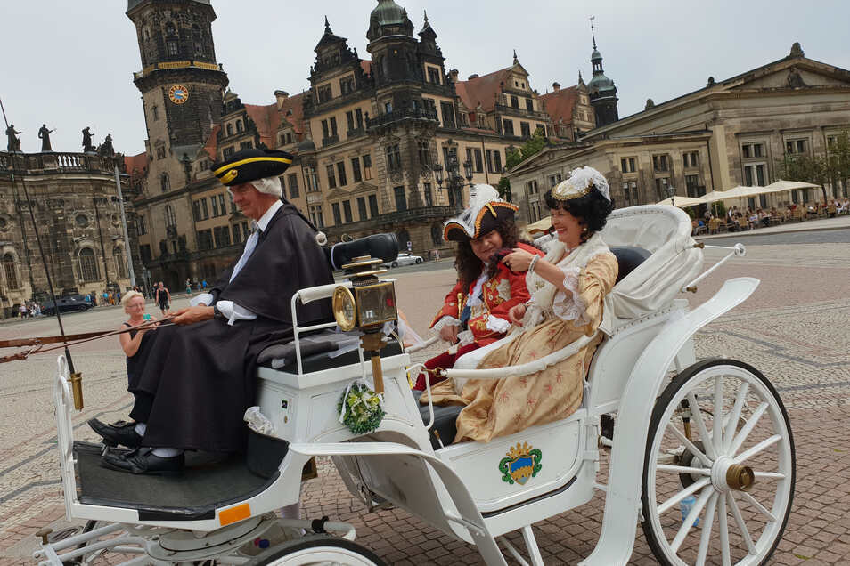 Heidrun Tennert betreute den neunstündigen Videodreh mit August und der Cosel. Die königliche Kutsche fand das Filmteam bei Familie Beyer in Königsbrück.