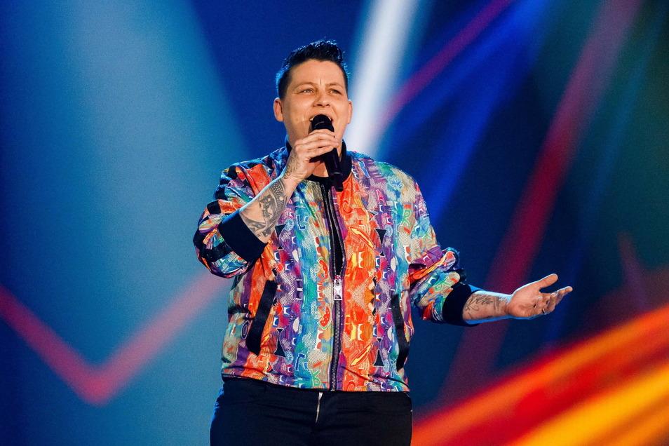 Die Musikerin Kerstin Ott, die 2018 mit ihrem Lied Regenbogenfarben einen Hit landete, begrüßt vor dem deutschen EM-Spiel gegen Ungarn die vielen Solidaritätsbekundungen mit sexuellen Minderheiten.