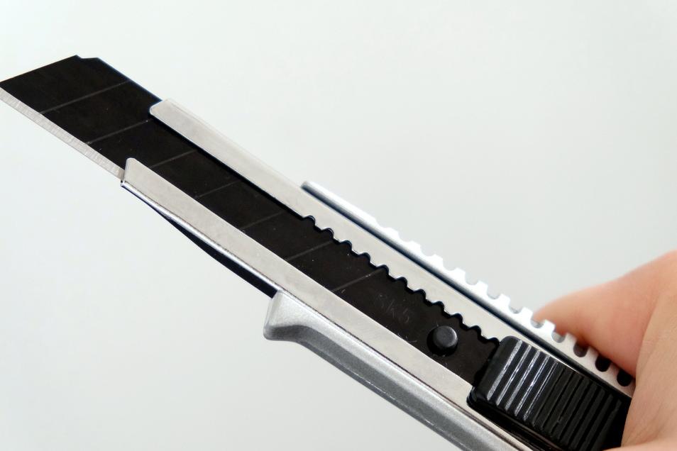 Mit einem Cuttermesser ähnlich diesem, soll der Angeklagte einem Autofahrer gedroht haben, ihn abzustechen.