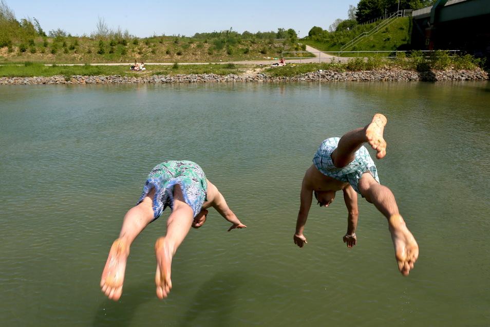 Am ersten Ferienwochenende wird es in Sachsen sommerliches Badewetter.