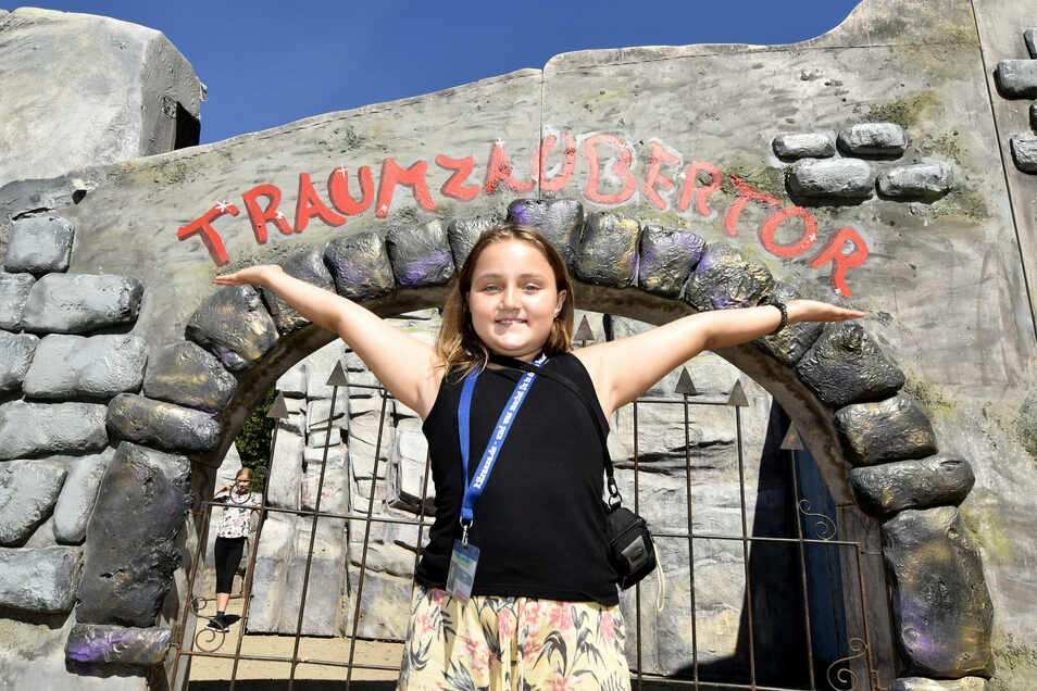 Emilia begleitet Besucher durchs große Kitrazza-Tor und durch ihre Stadt. Die Zehnjährige hat hier eine besondere Aufgabe gefunden.