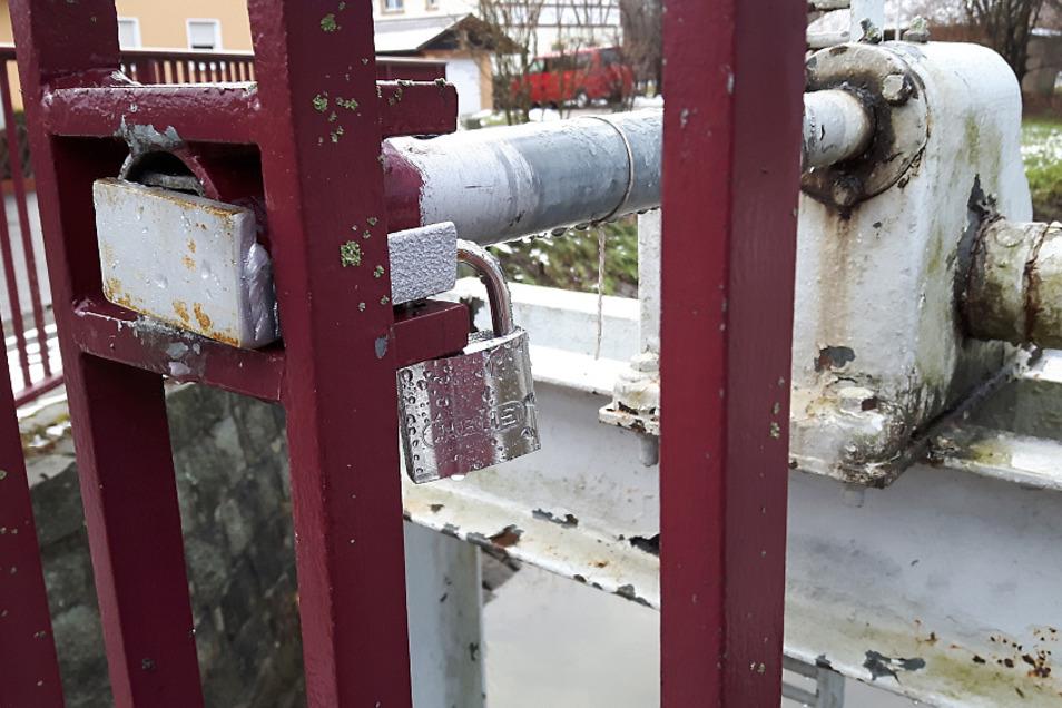 Die Anlagen der Landestalsperrenverwaltung Sachsen werden verschlossen, um Fehlbedienungen durch Unbefugte zu verhindern.