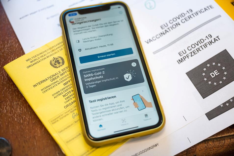 Impfschutz dokumentiert: Mit der Corona Warn-App kann eine Covid-19 Schutzimpfung jetzt digital erfasst werden. Mann muss nur eine Apotheke finden, die das übernehmen kann. Im Landkreis Meißen ist die Inzidenz auf unter 7 gefallen.