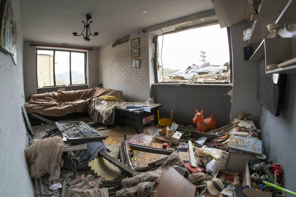 Aserbaidschan, Stepanakert: Blick in eine zerstörte Wohnung, nach dem Beschuss durch aserbaidschanische Artillerie.