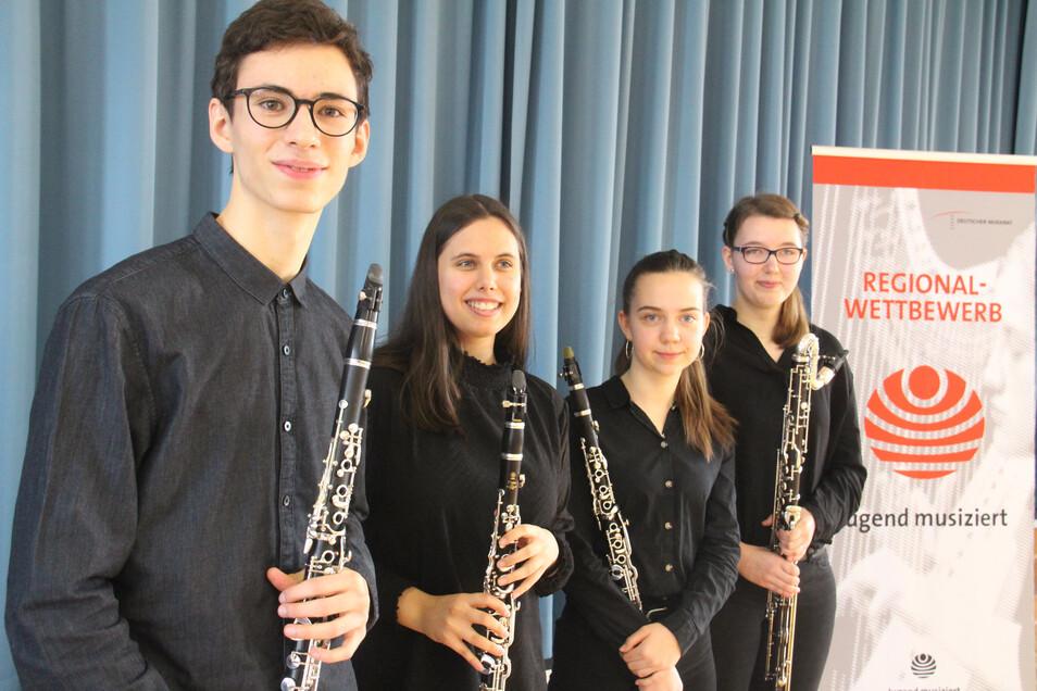 """Beim Regionalwettbewerb """"Jugend musiziert"""" in Hoyerswerda war das Klarinetten-Quartett der Kreismusikschule Bautzen mit Leo Zschorlich, Joshina Singh, Maria Paufler und Elisabeth Otto (v.l.) erfolgreich."""
