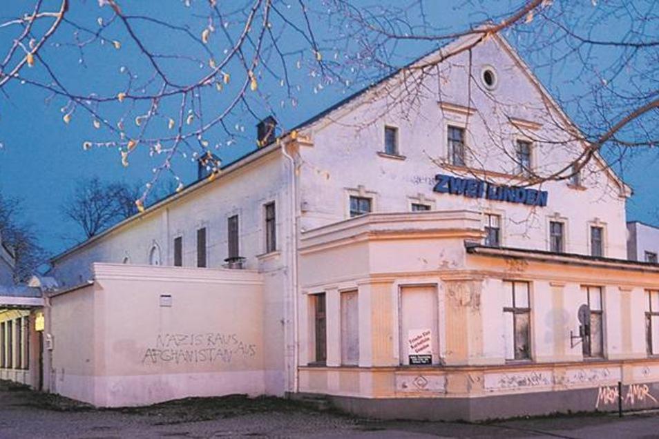 """Der Komplex der """"Zwei Linden"""" gehört als markantes Bauwerk zu Rauschwalde, hat aber auch schon bessere Zeiten gesehen."""