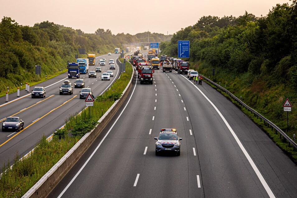 Auf der Autobahn 2. wurden innerhalb von 57 Stunden rund drei Kilometer Fahrbahn erneuert. Auch solche Kurzzeit-Baustellen soll die neue App rechtzeitig anzeigen.