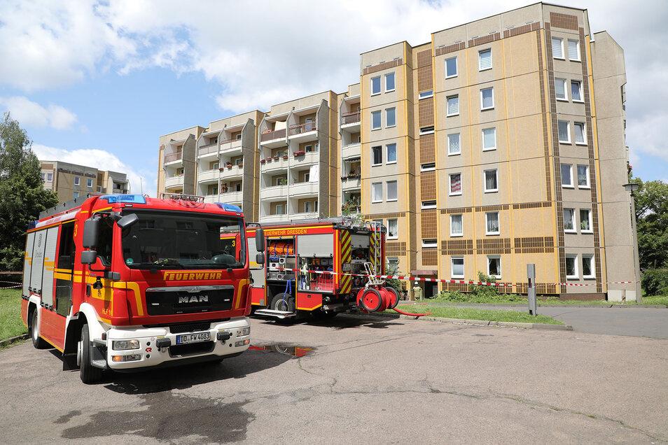 Die Feuerwehr musste zu diesem Dresdner Wohnhaus in der Blasewitzer Straße ausrücken.