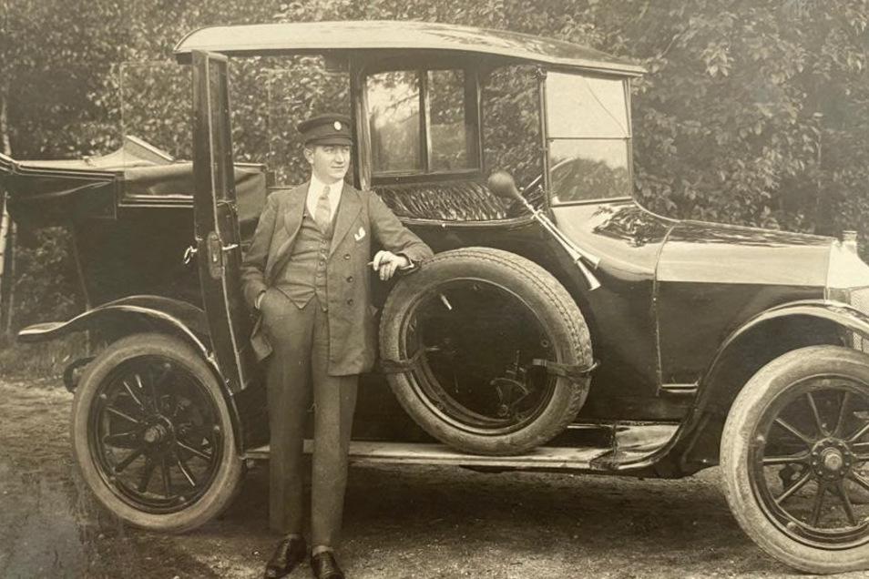 Firmengründer Hermann Elitzsch. Seit 1920 ist das Autohaus in Kamenz und heute auch an den weiteren Standorten in Neustadt, Hoyerswerda, Radeburg, Görlitz, Zittau, Niesky und Löbau für die Kunden da.