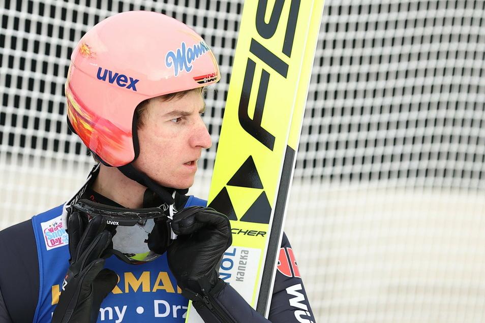 """Lag in Innsbruck nach dem ersten Durchgang nur auf Rang 30 und musste den zweiten als Erster beginnen: Skiflugweltmeister Karl Geiger, der anschließend am liebsten """"überall reintreten"""" wollte."""