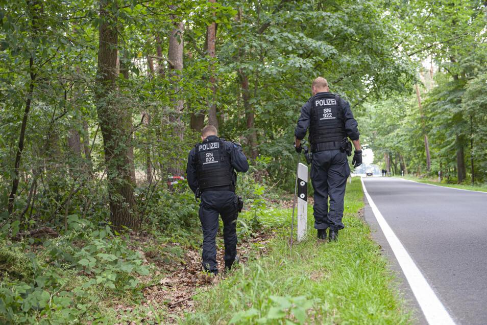Nachdem die Leiche des vermissten Großenhainers gefunden worden ist, durchsuchte die Kripo den Wald und das Feld zwischen Medessen und Zottewitz.