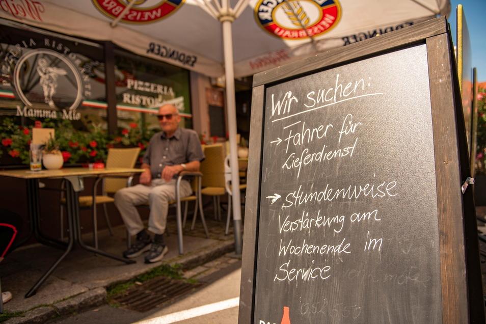 """Und damit sind sie nicht allein: Die Pizzeria """"Mamma Mia"""" auf der Schloßstraße in Großenhain macht aus ihrer Not kein Geheimnis und sucht ganz offensiv Verstärkung."""