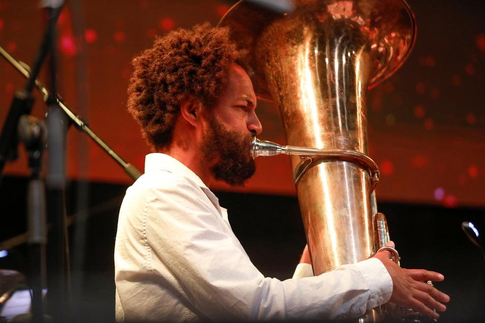 Höhepunkt beim Jahrmarkt auf dem Messegelände Löbau war eine Uraufführung, gespielt vom Kommen und Gehen Festivalorchester unter der Leitung von Cymin Samawatie.
