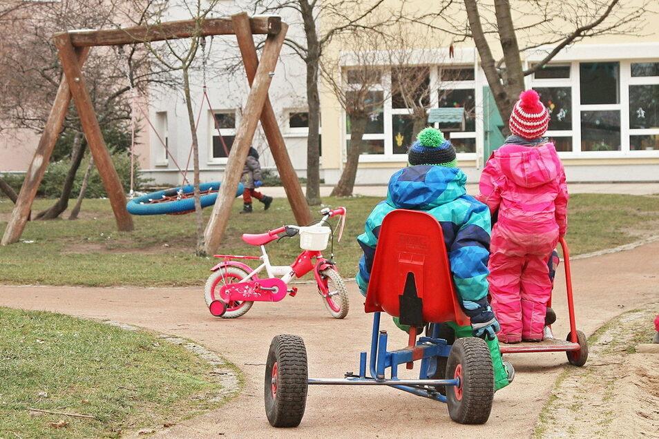Die Kitas und Horte der Region füllen sich langsam wieder. Immer mehr Familien nehmen die Notbetreuung in Anspruch.