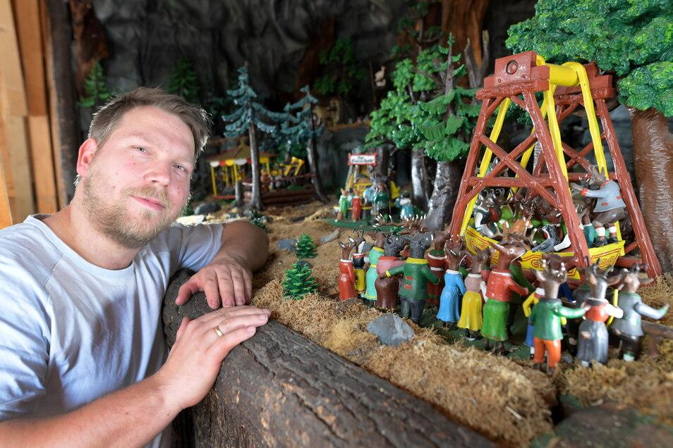 Modellbauer Sebastian Sonsalla wollte die berühmten Märchenspiele eigentlich am Kindertag auf der Oybiner Naturbühne wiedereröffnen. Doch daraus wird nichts.