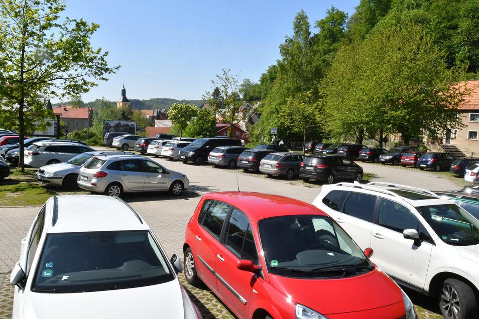 Der Parkplatz Eiche in Hohnstein ist an den Wochenenden und zur besten Wanderzeit meist gut gefüllt.
