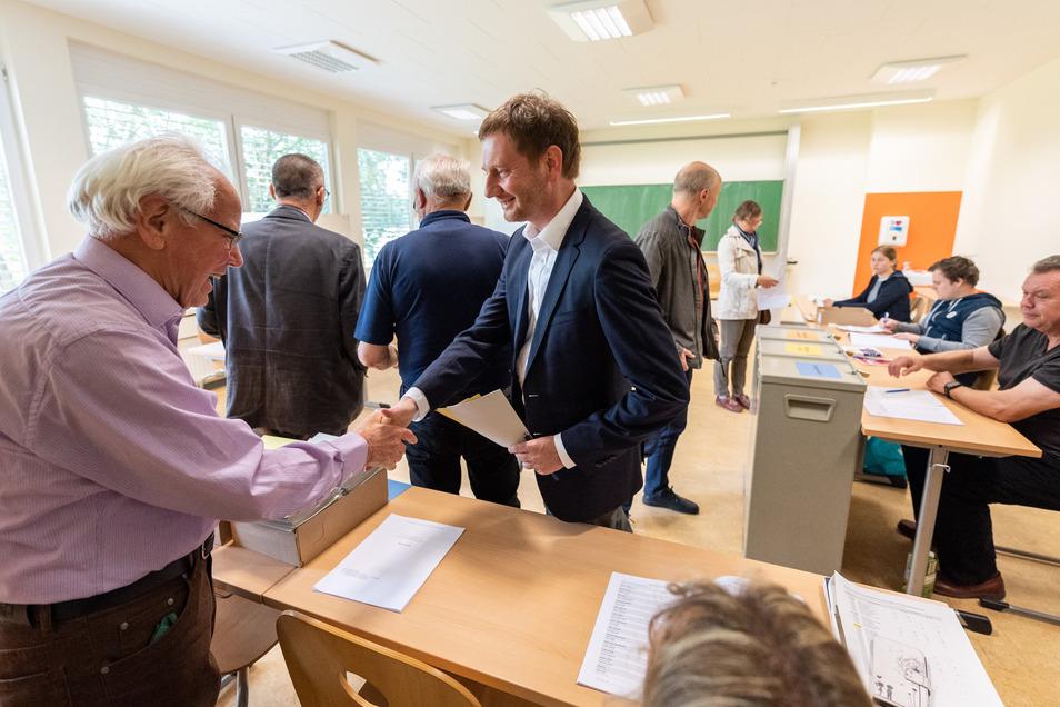 Michael Kretschmer (CDU) am Sonntag bei der Stimmabgabe in seinem Wahllokal.