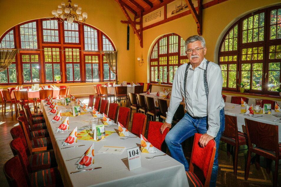 Karl-Heinz John ist Inhaber des Berggasthofes Butterberg in Bischofswerda. Um seine Mitarbeiter auch während des Lockdowns zu halten, ließ er sich ein außergewöhnliches Modell einfallen.