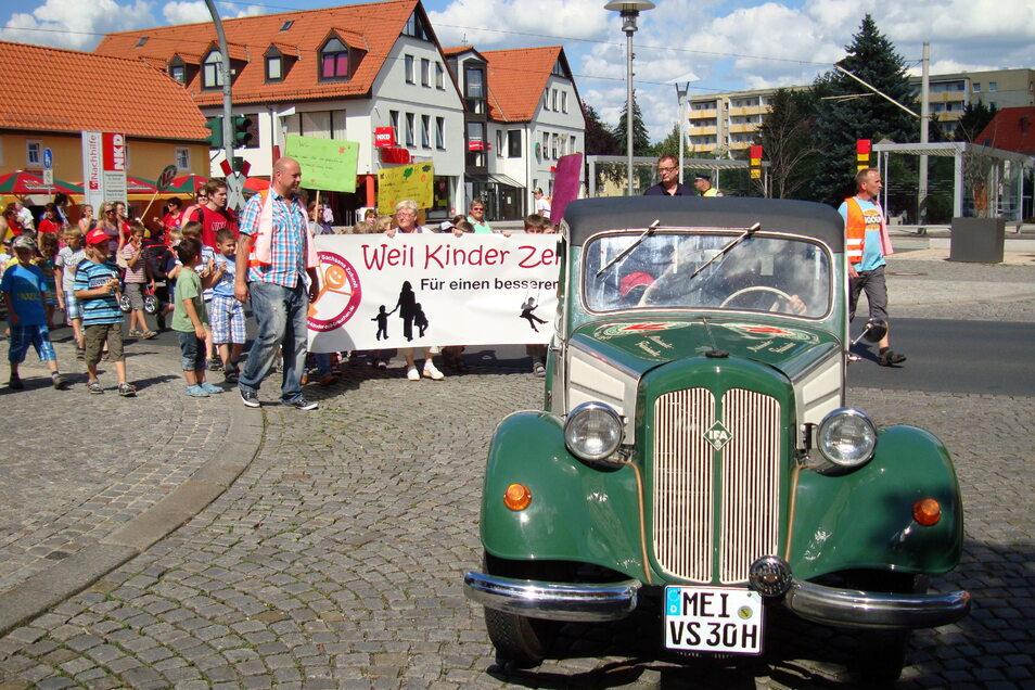 Oldtimer der Volkssolidarität Elbtalkreis-Meißen: Damit will der Verein auf seine sozialen Ziele aufmerksam machen. Doch jetzt gibt es Zweifel an geflossenen Gebührengeldern.