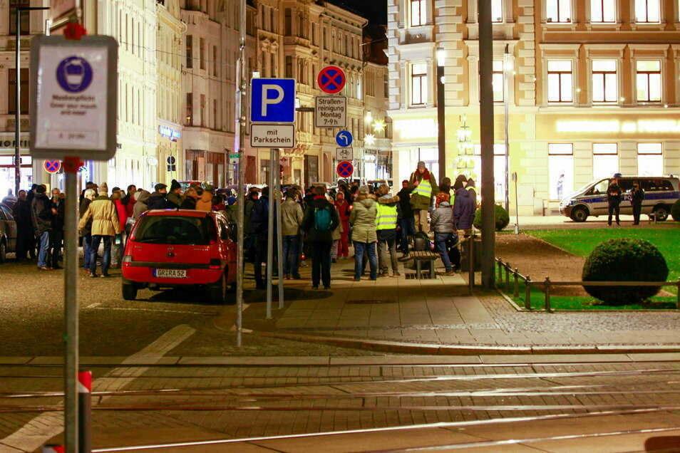 Kritiker der Corona-Auflagen haben sich am Montag - hier ein Bild von einer früheren Veranstaltung - wieder auf dem Görlitzer Postplatz versammelt.