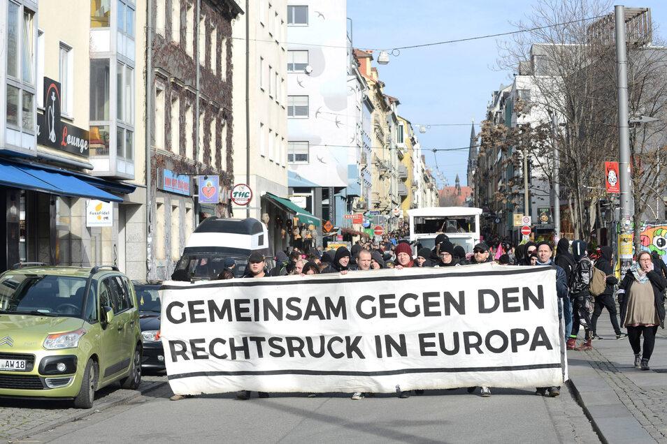 Die Demonstration aus Richtung Neustadt ist gestartet.