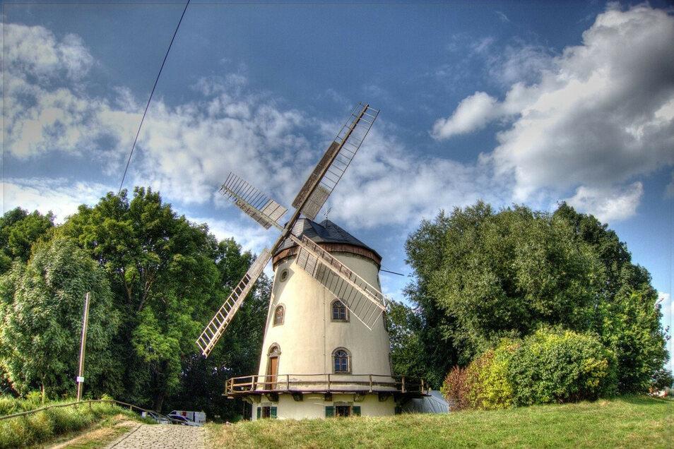 Die Windmühle in Dresden-Gohlis macht vor jedem Himmel eine gute Figur. Über Pfingsten gibt es hier Essen und Trinken auf die Hand.