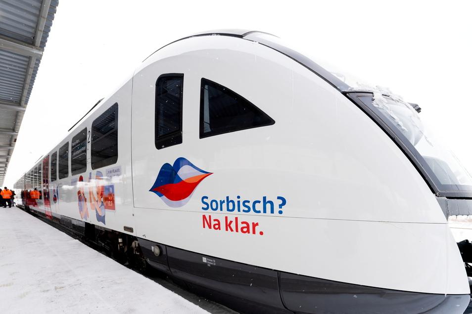 """""""Sorbisch? Na klar."""" Mit dieser Botschaft fährt seit Kurzem ein Trilex-Zug durch die Oberlausitz. Jetzt gibt es auch ein digitales sorbisches Übersetzungsprogramm."""