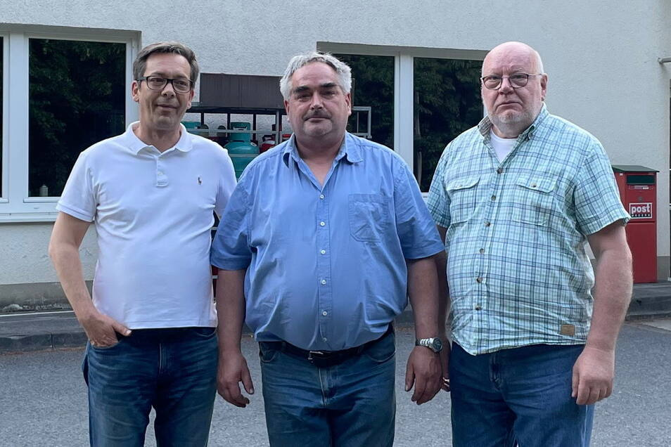 Der AfD-Landtagsabgeordnete André Barth, AfD-Bürgermeisterkandidat Tilo Bretschneider und der Kreisvorsitzende der AfD, Lothar Hoffmann (von links).