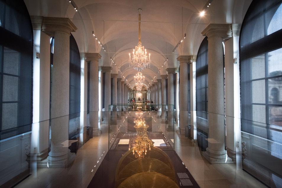 Ein Blick in den Ausstellungsraum der Langgalerie direkt neben dem Kronentor des Zwingers.