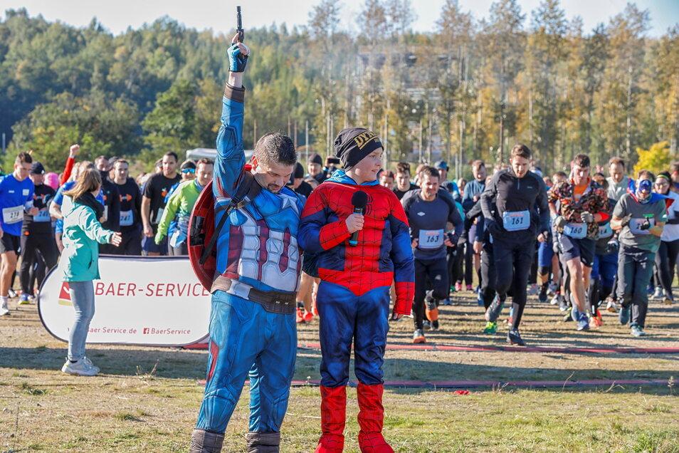 Schirmherr Ben Tasche und Organisator Stefan Kutsche beim Startschuss.