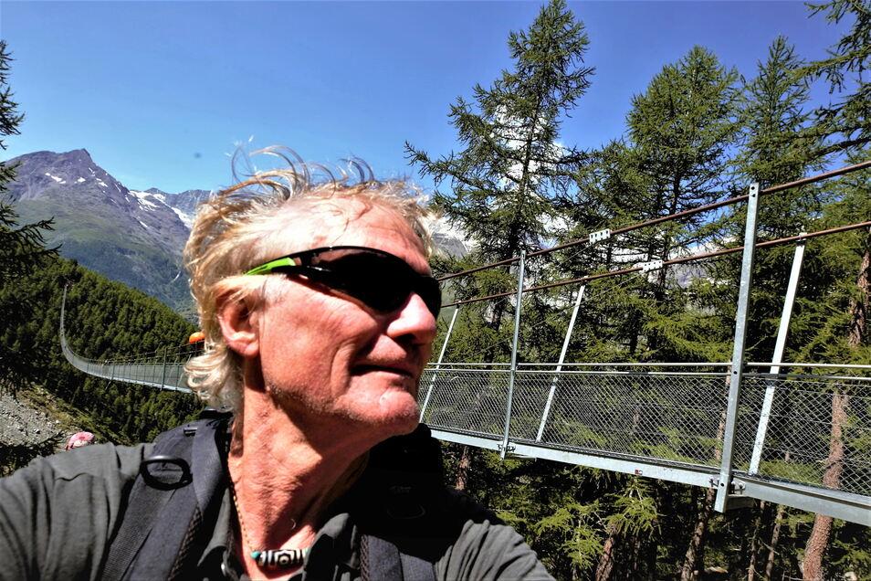 Der Kamenzer Bergsteiger Reinhard Richter war Ende August unterwegs am Mont Blanc. Eigentlich sollte es eine Umrundung werden. Doch anhaltende Regenfälle machten ihm einen Strich durch die Rechnung. Im Hintergrund sieht man die Europabrücke.